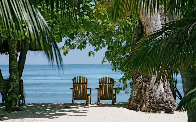 Denis-Island-hotel-Seychelles-shade-relaxing-at-beach